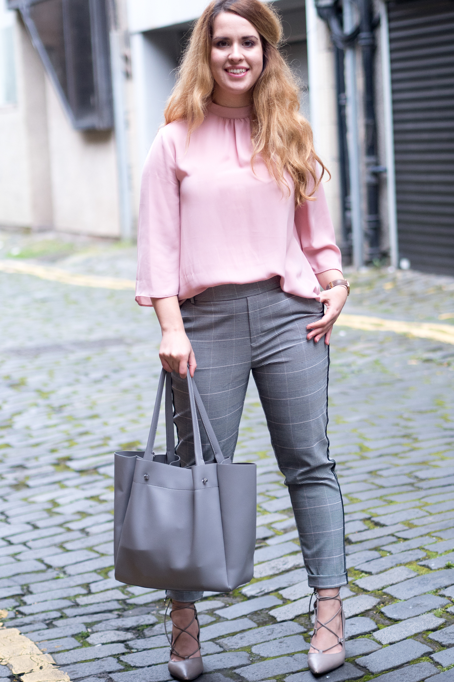 Checked trousers for the office | Trendy Capsule Outfit 1